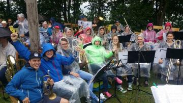 l_2017-6--hesselbergkirchentag-regen-und-gute-stimmung